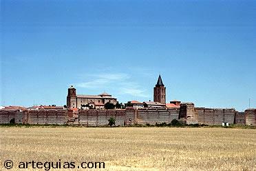 Vista de Madrigal de las Altas Torres y su muralla, Ávila