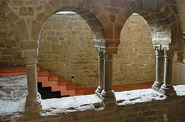 Restos del primitivo claustro románico