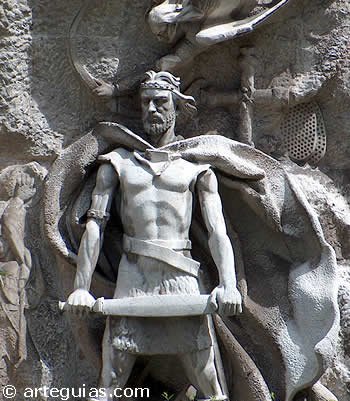 Estatua de Don Pelayo en el Jardín de los reyes caudillos de Oviedo