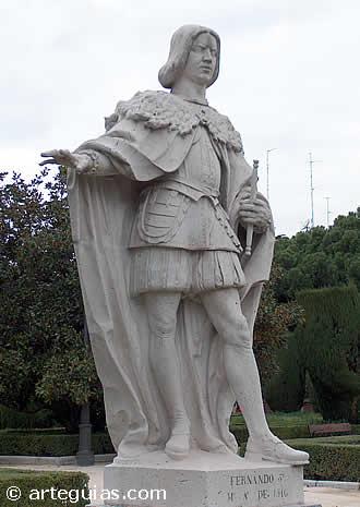 Estaua de Fernando el Católico en los Jardines de Sabatini de Madrid