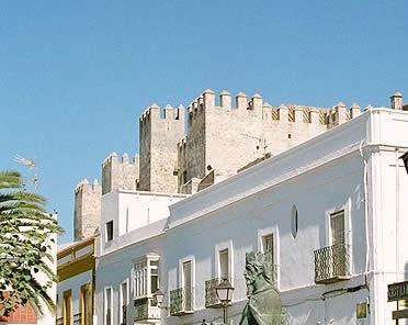 Castillo y estatua de Sancho IV, en Tarifa, Cádiz