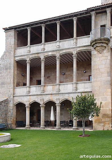 Logia sur del Palacio de los Condes
