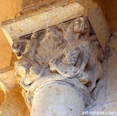 Capitel con leones devorando hombres