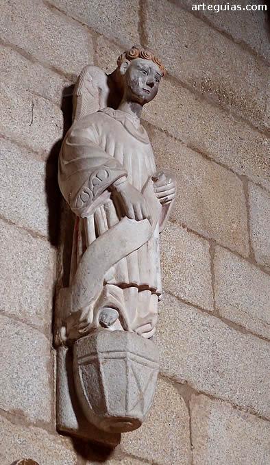 Estatua de un ángel en la capilla de  los Condes