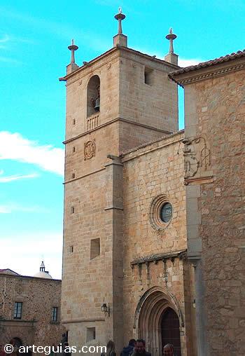 Torre, fachada y puerta sur de la Catedral de Cáceres