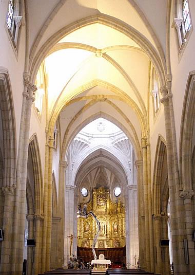 Nave central de la iglesia alta