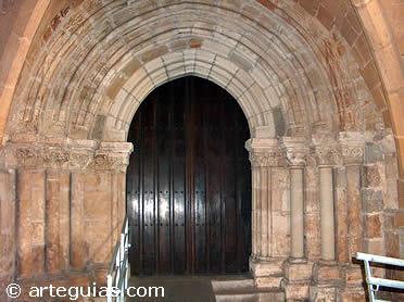 Puerta del Perdón de la iglesia baja  de la Catedral de Santander