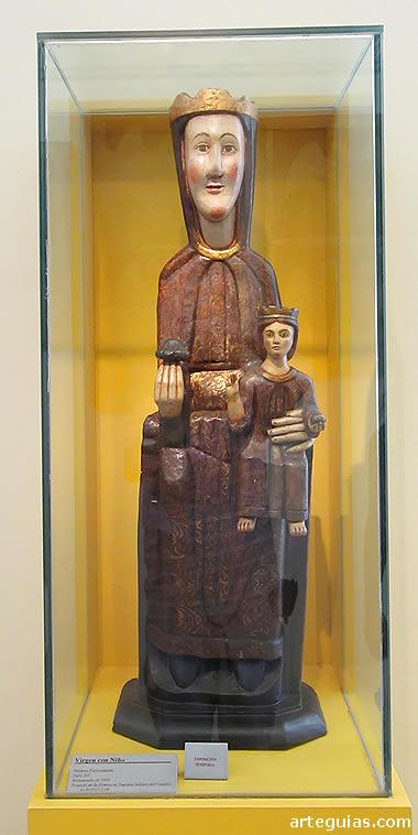 Imaginería románica: Virgen con el Niño