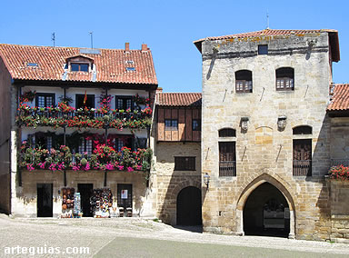 El casco antiguo de Santillana ofrece rincones deliciosos