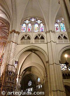 Alazado de tres pisos en el transepto de la catedral de Toledo