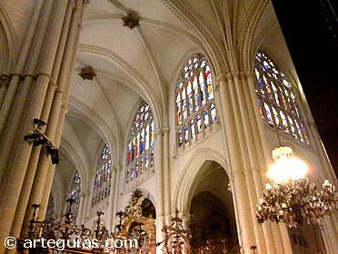 Nave principal y transepto de la catedral primada