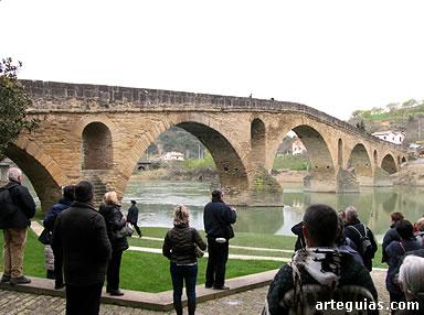 Magnífica estampa del puente románico del siglo XI en Puente la Reina