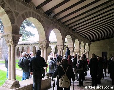 En el claustro románico de San Pedro de la Rúa