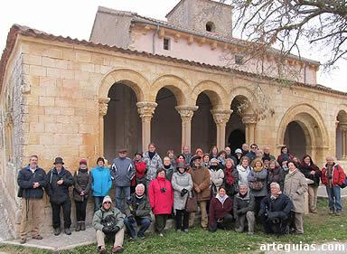 """Foto de familia"" ante la iglesia de Perorrubio"