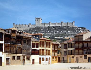Plaza del Coso y el castillo de Peñafiel