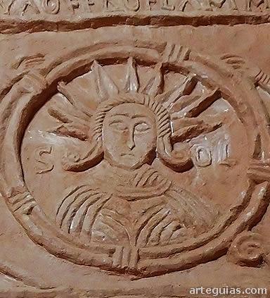 """Relieve con la inscripción de """"Sol"""""""