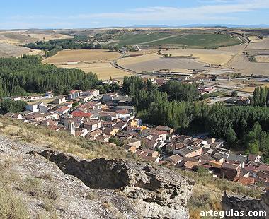 La población de Sacramenia vista desde el cerro de la ermita