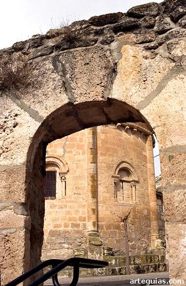 Entrada al atrio de la iglesia de San Martín