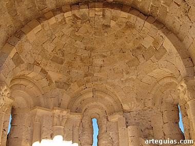 Interior del ábside con su bóveda de cuarto de esfera
