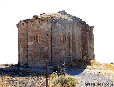 Ermita de San Miguel desde el este