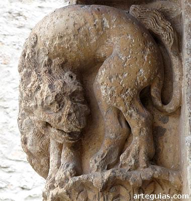 Capitel románico de la iglesia de Santa  María de Sacramenia