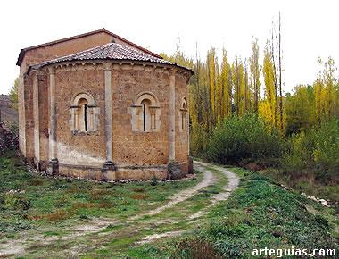 Imagen otoñal de la ermita