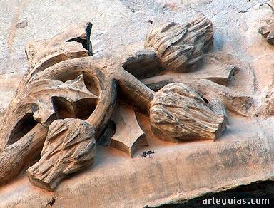 Detalle de la puerta gótica de la Colegiata de Pastrana
