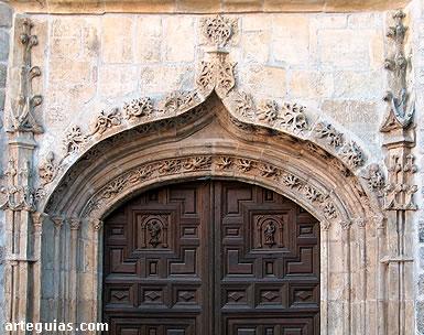 Colegiata de Pastrana: puerta gótica