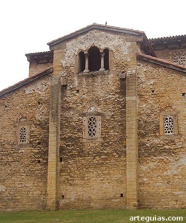 San Julián de los Prados: cabecera