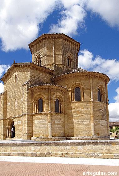 Imponente juego de volúmenes de la cabecera, transepto y cimborrio  de san Martín de Frómista