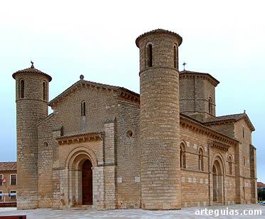 La fachada occidental de la iglesia de San Martín fue la más restaurada