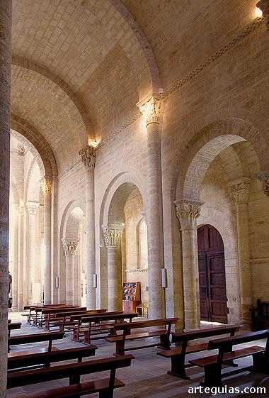 Interior de la nave central de San Martín de Frómista