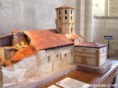 Maqueta que muestra el estado de la iglesia antes de la restauración de Aníbal Álvarez