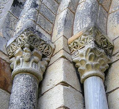 Capiteles de la puerta