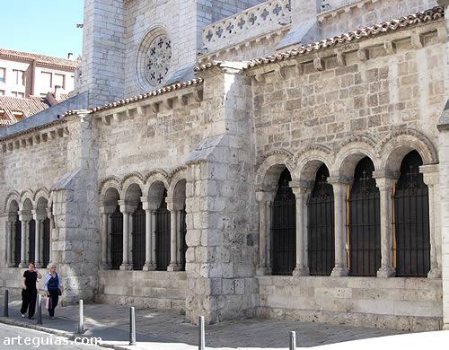 Iglesia De Santa Maria De La Antigua Valladolid