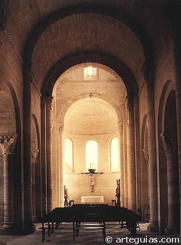Interior de la nave principal de San Martín de Frómista
