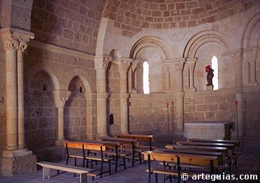 Interior de la ermita de San Vicente de Fuentesoto