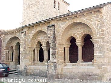 Iglesia porticada de Gazólaz, junto a Pamplona