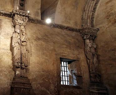 Columnas - estatua de la Cámara Santa de la Catedral de Oviedo