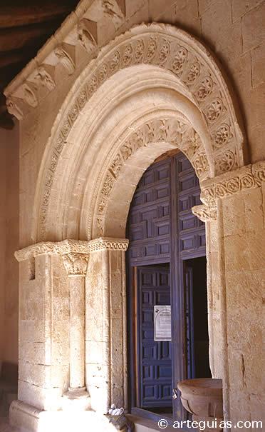 Portada románica en Pelayos del Arroyo, Segovia