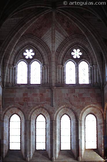 Arquitectura gótica primitiva: refectorio del Monasterio de Santa María de Huerta