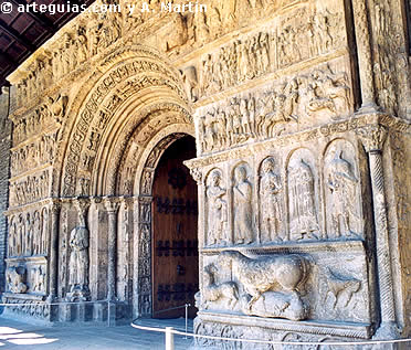 Fastuosa portada del Monasterio de Ripoll