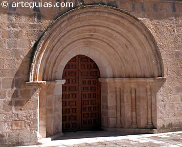 Puerta occidental de la iglesia