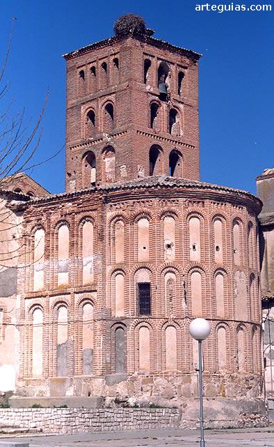 Cabecera y torre de la iglesia de Samboal