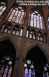 Arquitectura gótica del periodo clásico: vidrieras de la catedral de León