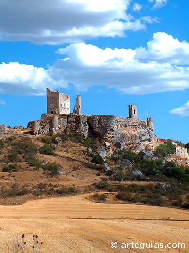 Castillo de Calatañazor desde el Valle de la Sangre