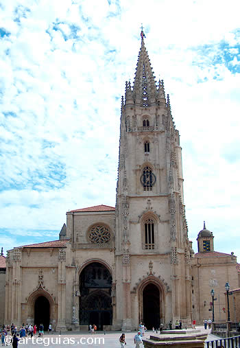 Catedral de Oviedo: fachada occidental