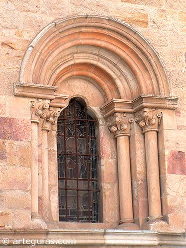 Bello ventanal de San Esteban de Zamora