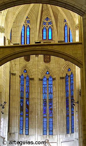 El verdadero epíritu de la arquitectura gótica: sentido ascensional y desmaterialización del muro. San Pedro de Vitoria