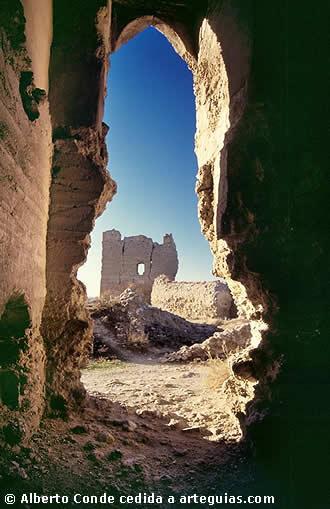 Cuevas y Ruinas del pueblo. Castilloalfajarin